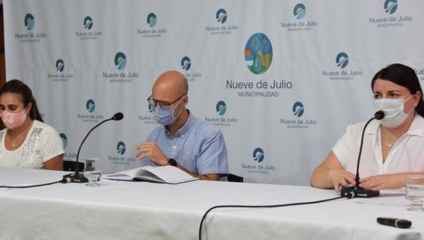 Pirotta, Mozun y Ferrari en conferencia de prensa