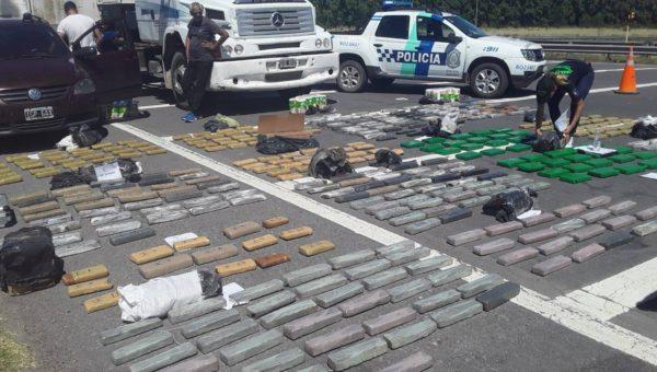 casi media tonelada de marihuana era transportada por el vehiculo