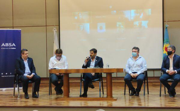 Bianco y autoridades de ABSA durante la firma de adjudicacion