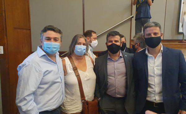Julia Crespo con autoridades de ABSA