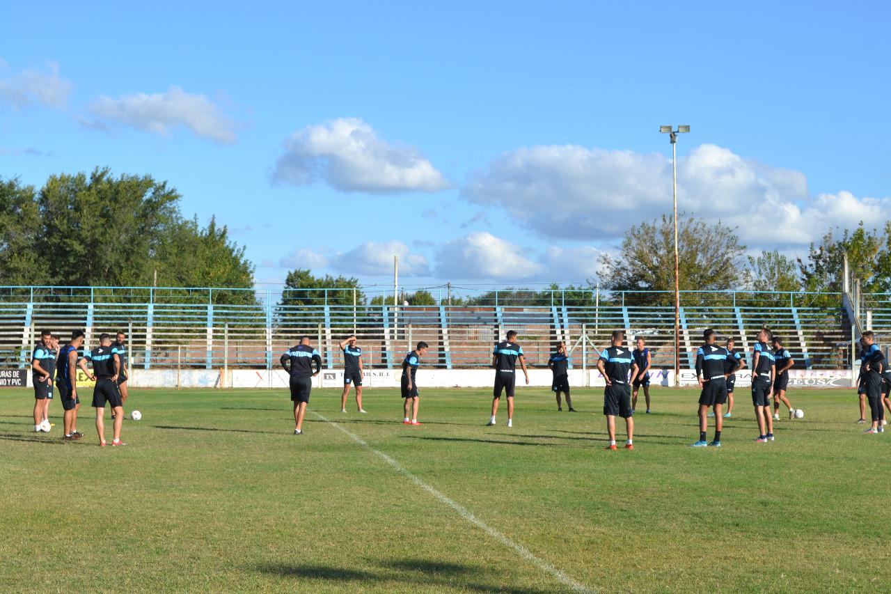 Jugadores de Estudiantes durante su entrenamiento
