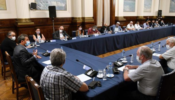 Sergio Massa junto a dirigentes del sindicalismo en Diputados