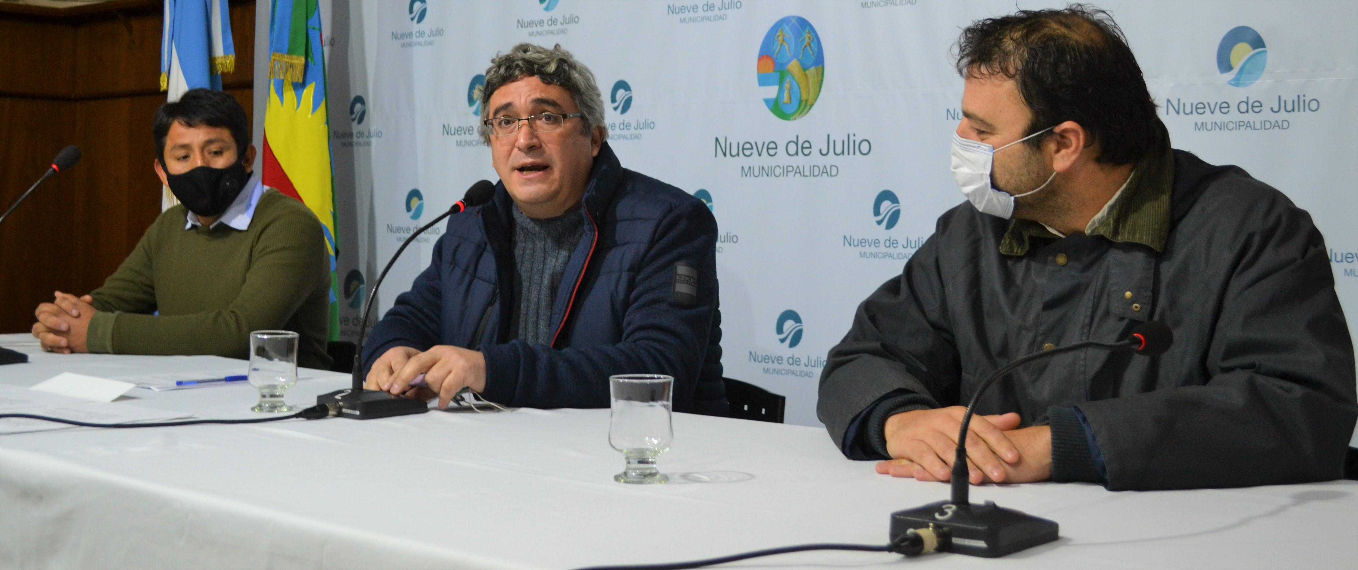 En 9 de Julio: El Ministro Javier Rodríguez hizo entrega de un aporte a productores hortícolas locales y de Henderson