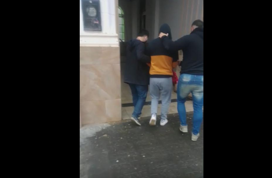 Policía detiene a un hombre acusado de abusar sexualmente a una menor